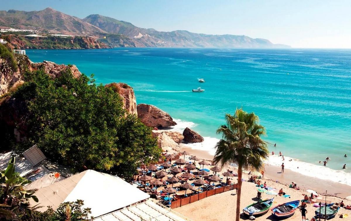 Hotel pyr marbella book a golf break in costa del sol for Puerto banus costa del sol