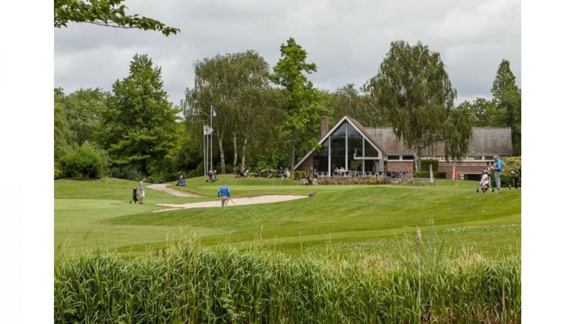 View Golf de Brigode's impressive golf course situated in dazzling Northern France.
