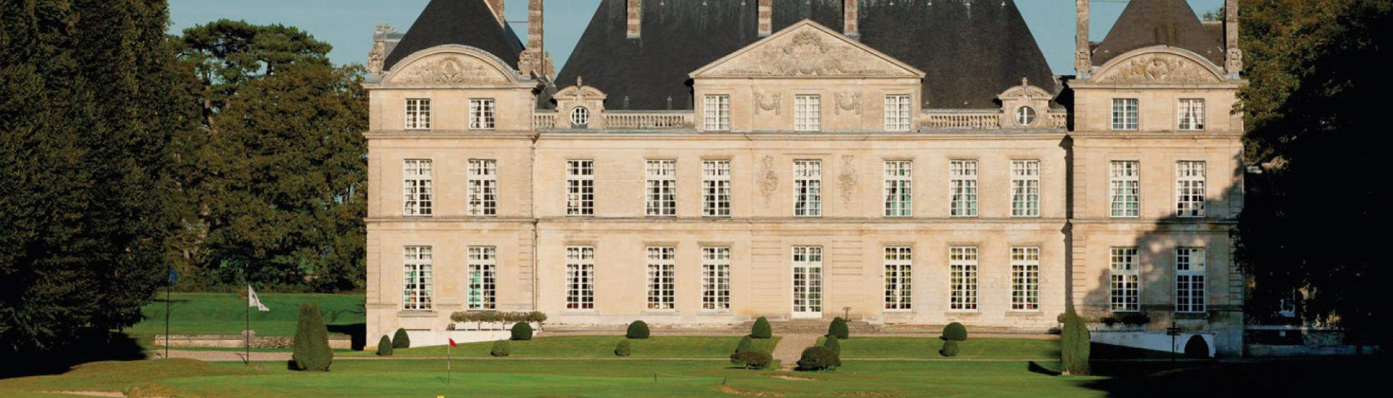 All The Chateau de Raray's lovely golf course within impressive Paris.