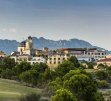 Melia Villaitana Hotel provides two of the finest golf courses within Costa Blanca