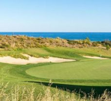 View Onyria Palmares Golf Club's lovely golf course in magnificent Algarve.