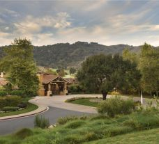 The Rosewood CordeValle's impressive entrance in incredible California.