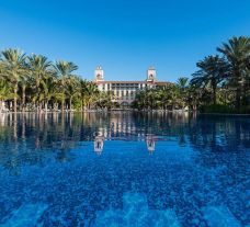 View Lopesan Costa Meloneras Hotel's impressive main pool situated in brilliant Gran Canaria.