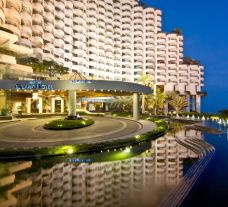 The Royal Cliff Beach Hotel's impressive hotel entrace situated in astounding Pattaya.
