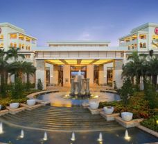 The Sheraton Sanya Haitang Bay Resort's lovely entrance within impressive China.
