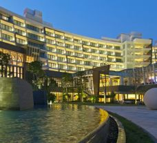 View The Westin Sanya Haitang Bay Resort's impressive hotel in dazzling China.