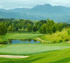 Champagne Sports Golf Club has got among the best golf course around South Africa