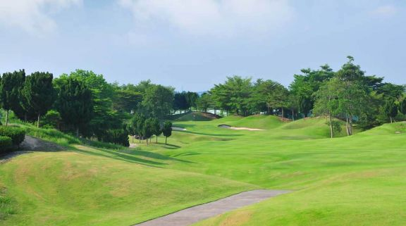 St Andrews 2000 Country Club offers among the top golf course within Pattaya