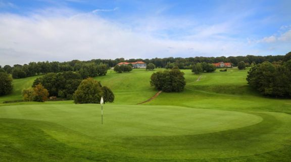 Saint-Omer Golf offers several of the best golf course near Northern France
